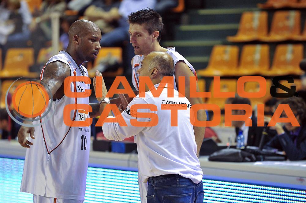 DESCRIZIONE : Udine Lega A2 2010-11 Snaidero Udine Sunrise Scafati<br /> GIOCATORE : Jason Williams,  Luigi Dordei e Luigi Garelli<br /> SQUADRA :  Snaidero Udine<br /> EVENTO : Campionato Lega A2 2010-2011<br /> GARA : Snaidero Udine Sunrise Scafati<br /> DATA : 10/10/2010<br /> CATEGORIA : Coach<br /> SPORT : Pallacanestro <br /> AUTORE : Agenzia Ciamillo-Castoria/S.Ferraro<br /> Galleria : Lega Basket A2 2009-2010 <br /> Fotonotizia : Udine Lega A2 2010-11 Snaidero Udine Sunrise Scafati<br /> Predefinita :