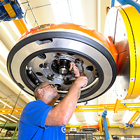 DEU , DEUTSCHLAND : Produktion von Motoren fuer den Eurofighter bei der MTU Aero Engines GmbH in Muenchen ..  |DEU , GERMANY : ProductIon of engines for the Eurofighter fighter plane at MTU Aero Engines GmbH in Munich|.  20.09.2011.   Copyright by : Rainer UNKEL , Tel.: 0171/5457756