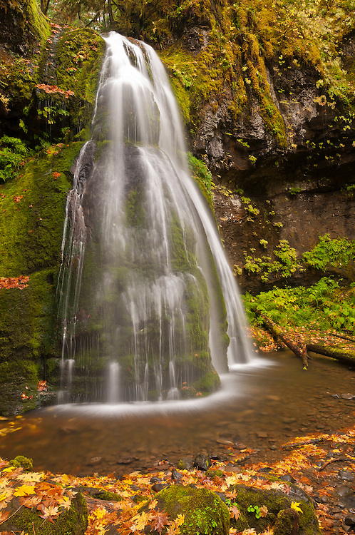 Spirit Falls; Umpqua National Forest, Cascade Mountains, Oregon