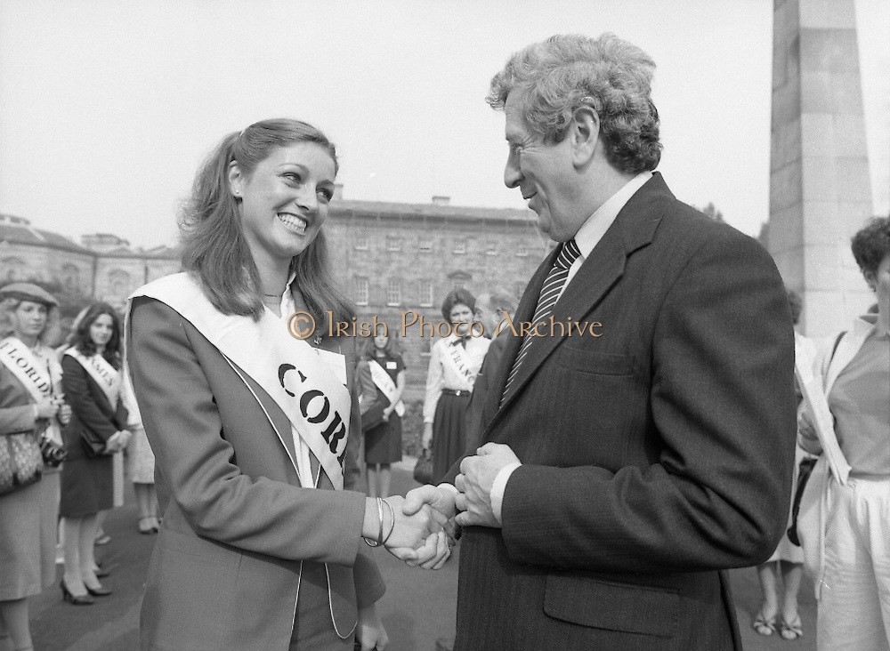 An Taoiseach Meets The Roses Of Tralee.  (N90)..1981..28.08.1981..08.28.1981..28th August 1981..An Taoiseach, Garret Fitzgerald, met with the contestants of The Rose Of Tralee Festival when they were invited to Government Buildings, Leinster House, Dublin...Picture shows An Taoiseach, Garret Fitzgerald getting to grips with Cork Rose, Nuala O'Sullivan.