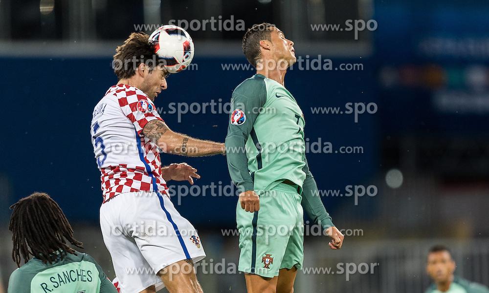 25.06.2016, Stade Bollaert Delelis, Lens, FRA, UEFA Euro 2016, Kroatien vs Portugal, Achtelfinale, im Bild Vedran Corluka (CRO), Cristiano Ronaldo (POR) // Vedran Corluka (CRO), Cristiano Ronaldo (POR) during round of 16 match between Croatia and Portugal of the UEFA EURO 2016 France at the Stade Bollaert Delelis in Lens, France on 2016/06/25. EXPA Pictures © 2016, PhotoCredit: EXPA/ JFK