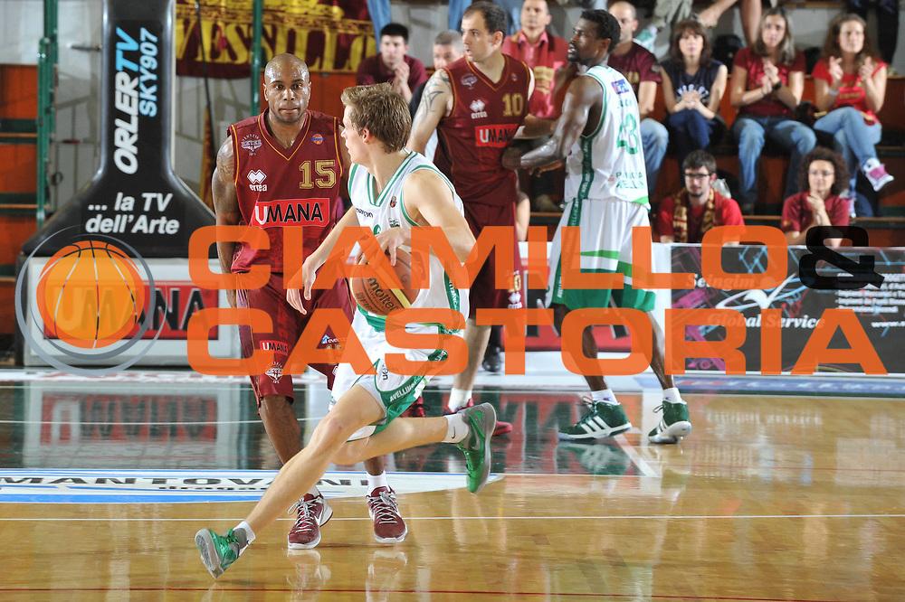 DESCRIZIONE : Ferrara Lega A 2011-12 Umana Venezia Sidigas Avellino<br /> GIOCATORE : viktor gaddefors<br /> CATEGORIA :  palleggio<br /> SQUADRA : Umana Venezia Sidigas Avellino <br /> EVENTO : Campionato Lega A 2011-2012<br /> GARA : Umana Venezia Sidigas Avellino <br /> DATA : 06/05/2012<br /> SPORT : Pallacanestro<br /> AUTORE : Agenzia Ciamillo-Castoria/M.Gregolin<br /> Galleria : Lega Basket A 2011-2012<br /> Fotonotizia :  Ferrara Lega A 2011-12 Umana Venezia Sidigas Avellino <br /> Predefinita :