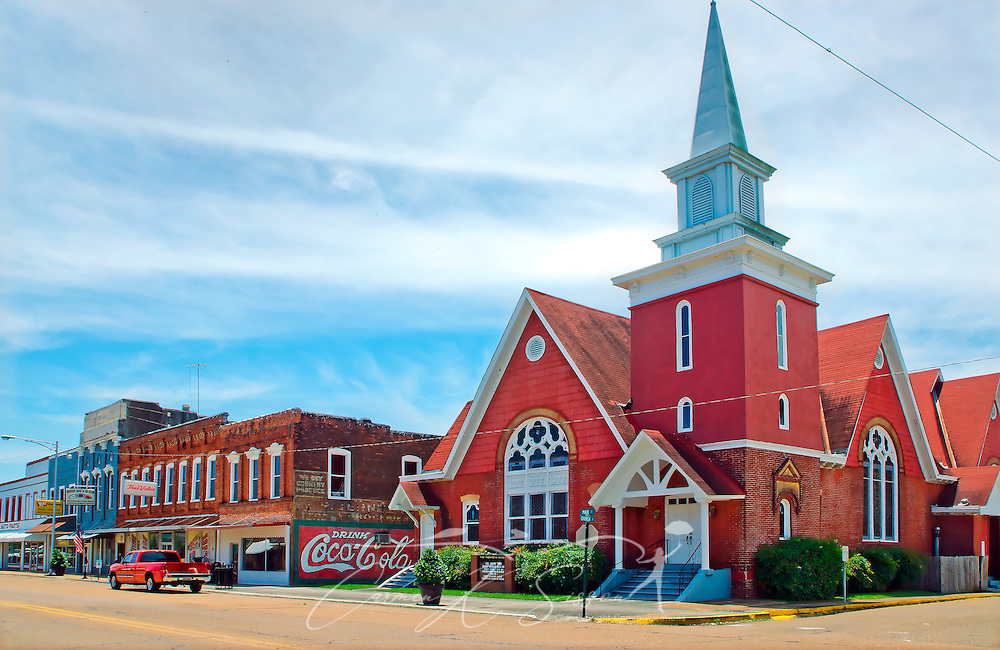 First Presbyterian Church, established in 1843, is located on Main Street in Water Valley, Mississippi. (Photo by Carmen K. Sisson/Cloudybright)