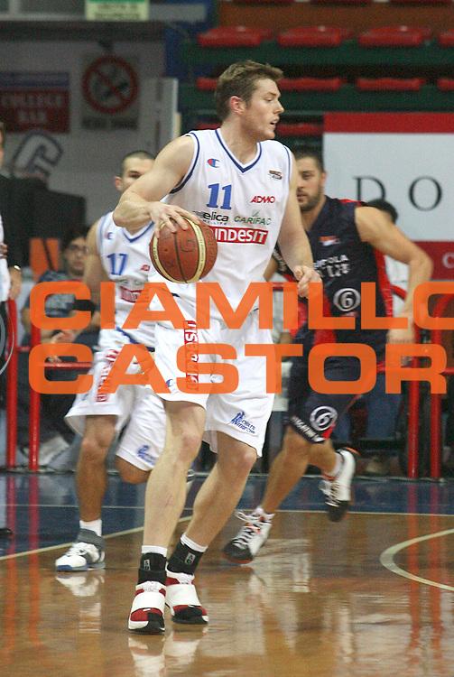 DESCRIZIONE : Montecatini Legadue 2006-07 Agricola Gloria Basket Rossoblu Montecatini Indesit Fabriano Basket<br /> GIOCATORE : Mottram<br /> SQUADRA : Indesit Fabriano Basket<br /> EVENTO : Campionato Legadue 2006-2007<br /> GARA : Agricola Gloria Basket Rossoblu Montecatini Indesit Fabriano Baslet<br /> DATA : 15/10/2006<br /> CATEGORIA : Palleggio<br /> SPORT : Pallacanestro<br /> AUTORE : Agenzia Ciamillo-Castoria/Stefano D'Errico