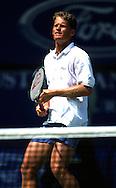 Sport,Tennis,Wayne Ferreira(RSA)<br /> steht am Netz und wartet auf Ball,haelt Schlaeger, Netz im Vordergrund,Aktion, action, Grand Slam Turnier, Australian Open 2000,Hochformat,<br /> Halbkoerper,Einzelbild,