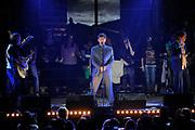 Uitreiking van de 3FM Awards 2013 in de Gashouder op het Westergasterrein, Amsterdam.<br /> <br /> Op de foto:  Racoon (winnaars beste arties Pop, beste Band en beste Siingle 2012)