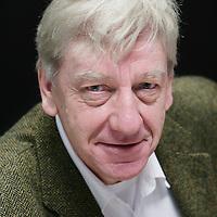 Nederland,Amsterdam ,10 januari 2007..Sander Bais is een vooraanstaand theoretisch natuurkundige aan de Universiteit van Amsterdam. Bais' bijzondere talent om complexe vraagstukken tot de essentie terug te brengen stelt hem in staat om de boodschap van de natuurwetenschap voor een breed publiek begrijpelijk te maken.