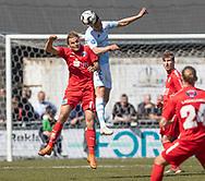 FODBOLD: Pascal Gregor (FC Helsingør) header væk over Sakari Tukiainen (Thisted FC) under kampen i NordicBet Ligaen mellem FC Helsingør og Thisted FC den 21. april 2019 på Helsingør Stadion. Foto: Claus Birch