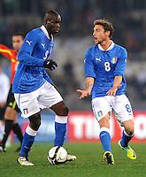 Fussball International, Nationalmannschaft   EURO 2012 Play Off, Qualifikation, Italien - Uruguay      15.11.2011 Mario Balotelli , Claudio Marchisio (v. li., Italien)