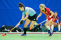 VIANEN - Maxime Kerstholt (Lar) met Valerie Magis (OR)  Zaalhockey Laren-Oranje Rood dames.  COPYRIGHT KOEN SUYK