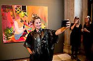 met kunstenaar tanja ritterbex 7-10-2016 AMSTERDAM King Willem Alexander presented Friday October 7 the Royal Prize for Painting in 2016 from the Royal Palace in Amsterdam. Four young artists receive this incentive, an amount of 6,500 euros. After the ceremony the King opens the exhibition of the winning works and to have a selection of other entries. COPYRIGHT ROBIN UTRECHT<br /> 7-10-2016 AMSTERDAM Koning Willem Alexander reikt vrijdagmiddag 7 oktober de Koninklijke Prijs voor Vrije Schilderkunst 2016 uit in het Koninklijk Paleis Amsterdam. Vier jonge kunstenaars ontvangen deze aanmoedigingsprijs, een bedrag van 6.500 euro. Na de uitreiking opent de Koning de tentoonstelling waar de winnende werken en een selectie uit de overige ingezonden schilderijen te zien zijn. COPYRIGHT ROBIN UTRECHT