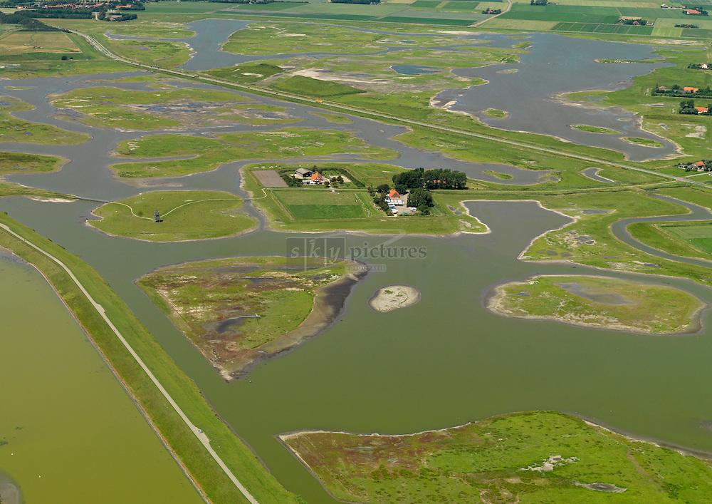 20110627 0076  Plan Tureluur aan de Zuidkust van Schouwen ligt aan de zuidkant van het Zeeuwse eiland Schouwen-Duiveland. Het is een uitgestrekt natuurgebied aan de Oosterschelde. De nieuwe, natte en zilte natuur is bestemd voor vogels en mensen. Een ruim groen landschap waar u kunt wandelen, fietsen, 'vogelen' en genieten.