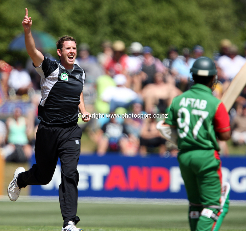 Ian Butler celebrates taking the wicket of Aftab Ahmed.<br /> Cricket - 2nd ODI New Zealand Black Caps v Bangladesh, 8 February 2010, University Oval, Dunedin, New Zealand.<br /> International Cricket Season 2009/2010<br /> Photo: Rob Jefferies/PHOTOSPORT