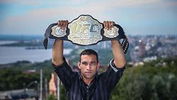 O campeão mundial do UFC, Fabricio Werdum posa para fotos no Morro Santa Tereza, em Porto Alegre.  FOTO: Jefferson Bernardes/ Agência Preview