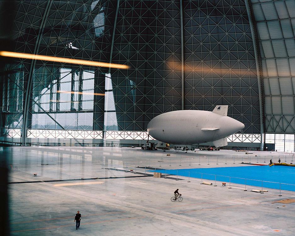 Germany - Deutschland<br /> CargoLifter AG, Werfthalle - gr&ouml;sste Halle dieser Bau-<br /> weise - f&uuml;r Produktion und Wartung des Luftschiffes<br /> CargoLifter CL 160, der ab 2003 hier in Produktion gehen<br /> soll; HEUTE hier TROPICAL ISLANDS;<br /> HIER: die Werfthalle mit Luftschiff CarLI und rechts<br /> Arbeiten am Transportballon Tow Tech CL 75TT...<br /> Brand 09.01.2001; &copy; Christian Jungeblodt