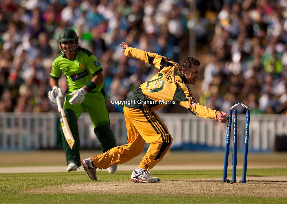 David Hussey runs out Kamran Akmal during the first International T20 match between Australia and Pakistan at Edgbaston, Birmingham.  Photo: Graham Morris (Tel: +44(0)20 8969 4192 Email: sales@cricketpix.com) 05/07/10