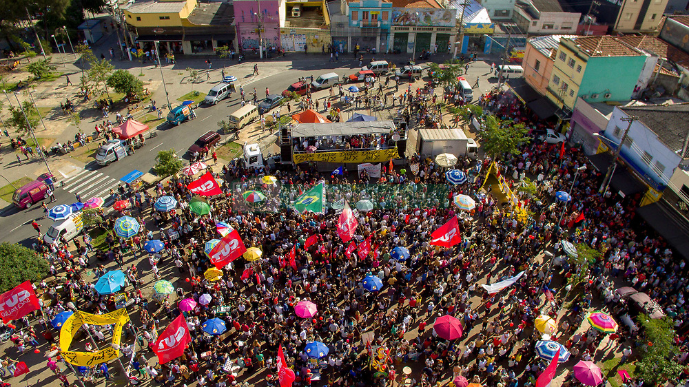 June 4, 2017 - Sao Paulo, Brazil - Thousands of people attend a rally for new direct elections and the impeachment of President Michel Temer in Sao Paulo (Credit Image: © Dario Oliveira via ZUMA Wire)