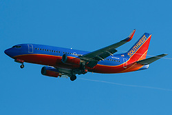 Boeing 737-3H4 (N376SW) operated by Southwest Airlines on approach to San Francisco International Airport (SFO), San Francisco, California, United States of America