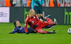 13.03.2013, Fussball Champions League Achtelfinale Rückspiel: FC Bayern München - FC Arsenal London, In der Allianz-Arena München. v.l. Tomas Rosicky (Arsenal London) tackles Arjen Robben