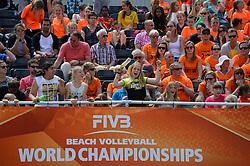 20150628 NED: WK Beachvolleybal day 4<br /> Daniëlle Remmers #2 en Michelle Stiekema #1 hebben ook hun tweede groepswedstrijd op de WK beachvolleybal verloren. Het Italiaanse duo Marta Menegatti #1 / Viktoria Orsi-Toth #2 was in twee sets te sterk: 21-13, 21-14. / Support, publiek
