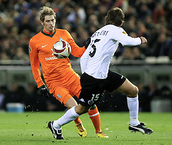 11.03.2010, Estadio Mestalla, Valencia, ESP, UEFA Europa League, FC Valencia vs Werder Bremen, im Bild Aaron Hunt ( Werder   #14 ) vs Dealbert ( Valencia #15 ), EXPA Pictures © 2010, PhotoCredit: EXPA/ Alterphotos/  Miguel Angel Acero / SPORTIDA PHOTO AGENCY
