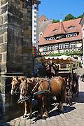 Meißen, Altstadt, Kutsche, Restaurant und Weinstube Vincenz Richter, Sachsen, Deutschland. .old town of Meissen, carriage, Saxony, Germany.