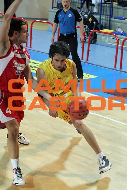 DESCRIZIONE : Frosinone  Lega Due 2010-11 Prima Veroli Tuscany Pistoia<br /> GIOCATORE : Marco Rossetti  <br /> SQUADRA : Prima Veroli <br /> EVENTO : Campionato Lega Due 2010-2011<br /> GARA : Prima Veroli Tuscany Pistoia<br /> DATA : 30/04/2011<br /> CATEGORIA : palleggio        <br /> SPORT : Pallacanestro<br /> AUTORE : Agenzia Ciamillo-Castoria/A.Ciucci<br /> Galleria : Lega Due Basket 2010-2011<br /> Fotonotizia : Frosinone Lega Due 2010-11 Prima Veroli Tuscany Pistoia<br /> Predefinita :