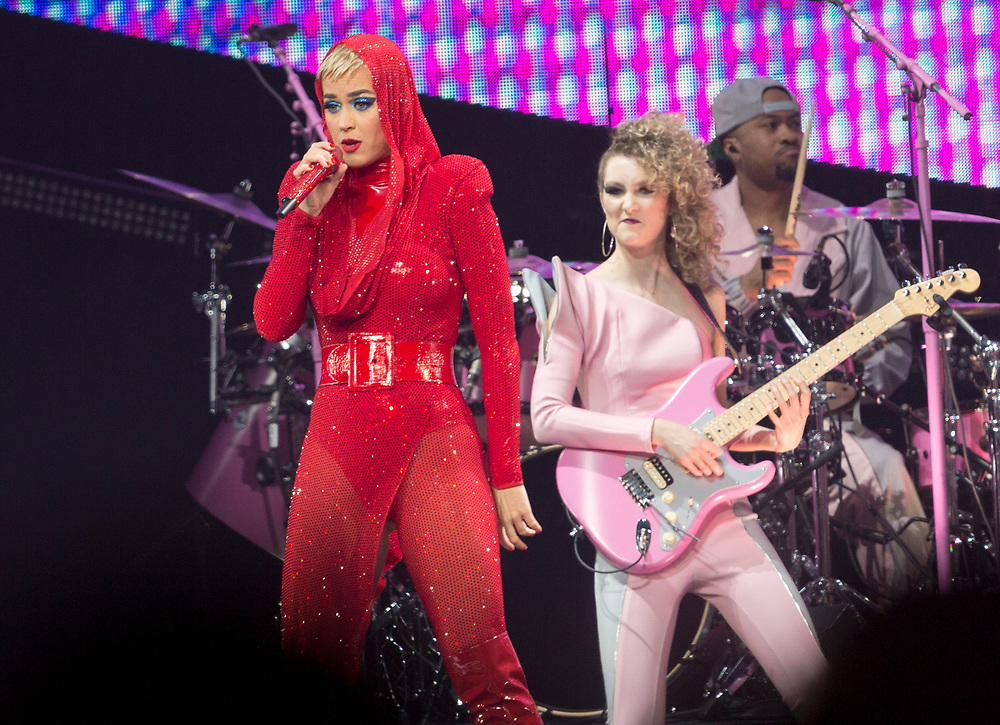 """Katy Perry, left,  performs on stage at the """"Witness: The Tour"""" concert at the Staples Center on Tuesday, Nov. 7, 2017, in Los Angeles. (Photo by Willy Sanjuan/Invision/AP)"""