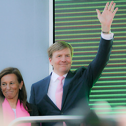 06-05-2016: Wielrennen: Giro: Apeldoorn   <br />APELDOORN (NED) wielrennen      <br />De 99e ronde van Italie is van start gegaan met een tijdrit of 9,8 kilometer door de straten van Apeldoorn. De finishlijn was getrokken op de Loolaan. ZKH Willem Alexander was aanwezig bij de huldiging
