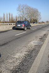 20120221 BUCHE AUTOSTRADA FERRARA MARE