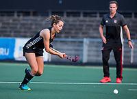 AMSTELVEEN - Charlotte Adegeest (A'dam) met rechts coach Rick Mathijssen (A'dam) tijdens de training van de dames van Amsterdam (AH&BC) voor de eerste competitiewedstrijd. COPYRIGHT KOEN SUYK