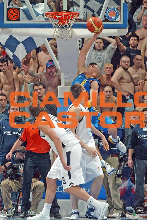 DESCRIZIONE : Bologna Eurolega 2005-06 Climamio Fortitudo Bologna Maccabi Tel Aviv <br /> GIOCATORE : Parker<br /> SQUADRA :  Maccabi Tel Aviv<br /> EVENTO : Eurolega 2005-2006<br /> GARA : Climamio Fortitudo Bologna Maccabi Tel Aviv<br /> DATA : 09/03/2006 <br /> CATEGORIA : Palleggio<br /> SPORT : Pallacanestro <br /> AUTORE : Agenzia Ciamillo-Castoria/G.Livaldi