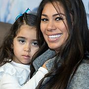 NLD/Amsterdam/20191116 - Filmpremiere Frozen II, Cheyen van Slee en dochter Celine