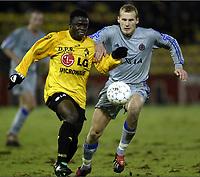 Fotball, 21. desember 2003, <br /> KSK LIERSE - FC BRUGGE / SK LIERSE - CLUB BRUGGE <br /> RUNE LANGE - ADOLPH TOHOUA<br /> Foto: Digitalsport