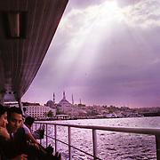 Istanbul, T&uuml;rkei/Turkey. F&auml;hre von Emin&ouml;n&uuml; (Europa) nach Haydarpasa(Asien). Blick nach Emin&ouml;n&uuml;. Ferry from Emin&ouml;n&uuml;(Europe) to Haydarpasa(Asia). View to Emin&ouml;n&uuml;.<br /> &auml;hre von &copy; 05/2012 Harald Krieg / Agentur Focus
