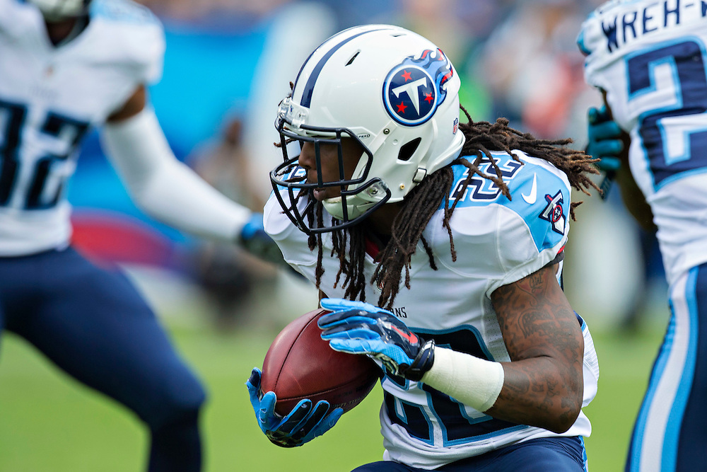 NASHVILLE, TN - OCTOBER 12:  Dexter McCluster #22 of the Tennessee Titans runs the ball against the Jacksonville Jaguars at LP Field on October 12, 2014 in Nashville, Tennessee.  The Titans defeated the Jaguars 16-14.  (Photo by Wesley Hitt/Getty Images) *** Local Caption *** Dexter McCluster