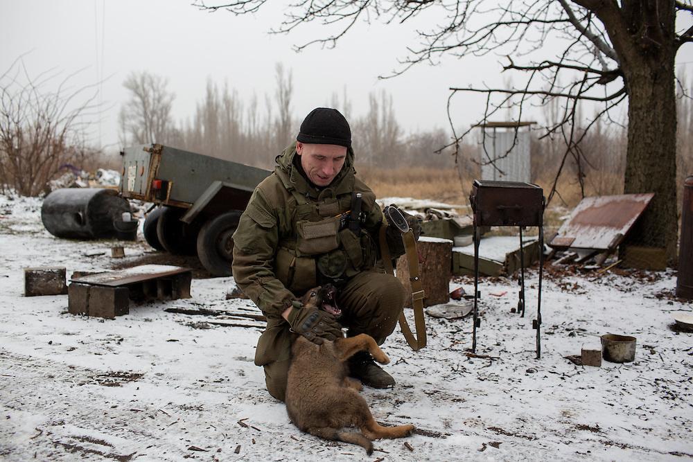 Ukraina<br /> <br /> Zima fr&aring;n Sibirien i Ryssland strider med DPR, Donetsk People Republic, mot Ukraina. Han &auml;r placerad i Spartak utanf&ouml;r Donetsk.<br /> <br /> Photo: Niclas Hammarstr&ouml;m