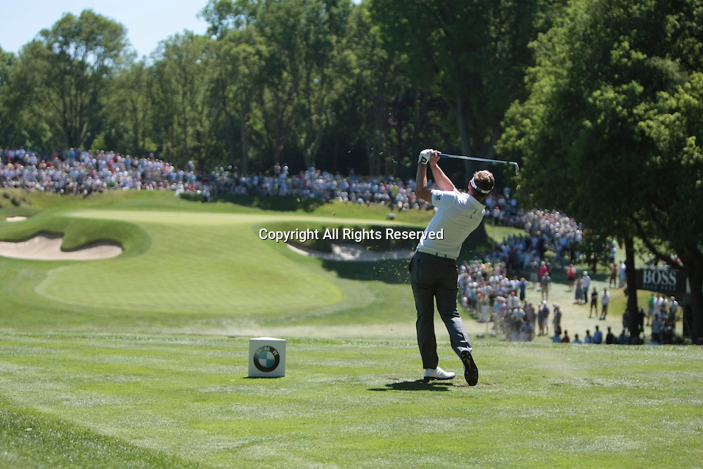26.05.2012 Wentworth, England. Luke Donald (ENG) tees off to the second green on Day 3 of the the BMW PGA Championship. Saturday, day 3 of competition.
