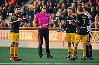 AMSTELVEEN -  Scheidsrechter Bo Verwer   tijdens de competitie hoofdklasse hockeywedstrijd mannen, Amsterdam- Den Bosch (2-3).  COPYRIGHT KOEN SUYK