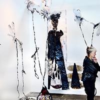 Nederland, Amsterdam , 15 mei 2013.<br /> De KunstRAI begint woensdagavond in de RAI in Amsterdam. Op de 29e editie van de nationale kunstbeurs kunnen bezoekers kunst en design van ruim 75 bekende en opkomende galerieën aanschouwen en kopen.<br /> De KunstRAI wil bezoekers stimuleren echt aandacht te hebben voor kunst met een zogenoemde kunstdate. Geïnteresseerden kunnen aan een gedekt tafeltje een gerecht verorberen dat is geïnspireerd op een kunstwerk. Het is de bedoeling dat ze een kunstwerk beter leren kennen tijdens de eetafspraak.<br /> Naast een algemene stand hebben ongeveer 20 galerieën ook een speciale kraam waarin zij het werk van één kunstenaar exposeren.<br /> The art fair KunstRAI in the RAI in Amsterdam. On the 29th edition of the national art fair visitors can watch, admire and buy art and design of more than 75 known and emerging galleries.