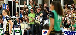 12-04-2014 NED: Finale vv Alterno - Sliedrecht Sport, Apeldoorn<br /> Alterno pakt het kampioenschap door Sliedrecht voor de derde maal te verslaan / Support Alterno steunen met trommels hun team