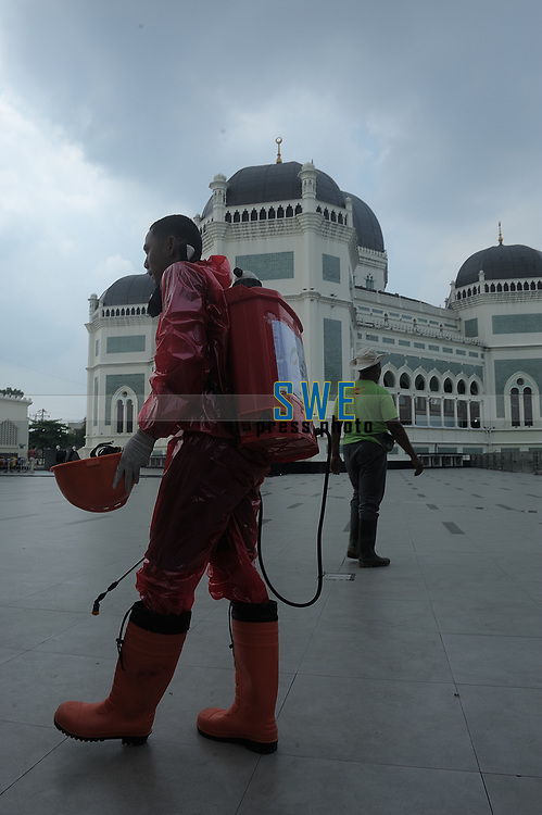 Medan, Indonesia, Friday, March 20, 2020: Social NGO volunteer seen while make an sanitizing to prevent the spread of  the deadly Corona virus (Covid-19)  at the yard of Al Mashun great mosque in Medan, North Sumatra, Indonesia on Marc 20, 2020. Respective homes is the isolation place as adaptation choose for Indonesian muslims during Friday worship.