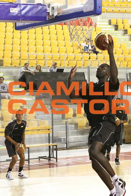DESCRIZIONE : Roma Lega Basket A 2012-13  Raduno Virtus Roma<br /> GIOCATORE : Bobby Jones<br /> CATEGORIA : tiro<br /> SQUADRA : Virtus Roma <br /> EVENTO : Campionato Lega A 2012-2013 <br /> GARA :  Raduno Virtus Roma<br /> DATA : 23/08/2012<br /> SPORT : Pallacanestro  <br /> AUTORE : Agenzia Ciamillo-Castoria/M.Simoni<br /> Galleria : Lega Basket A 2012-2013  <br /> Fotonotizia : Roma Lega Basket A 2012-13  Raduno Virtus Roma<br /> Predefinita :