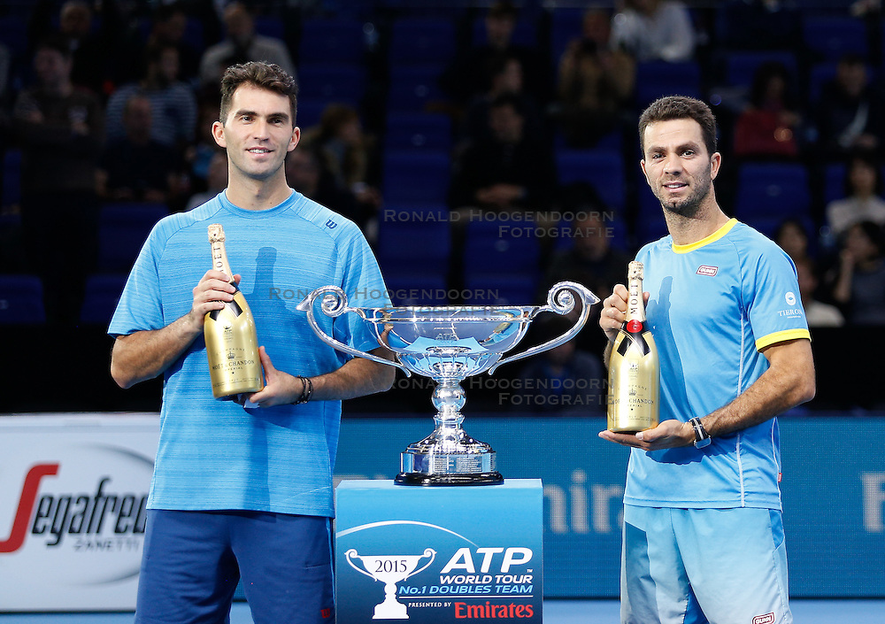 21-11-2015 GBR: ATP Tennis Tour Finals day 7, London<br /> Jean-Julien Rojer (NED) and Horia Tecau (ROU) were presented on court with ATP World Tour No 1 Doubles Team Awards<br /> <br /> ***NETHERLANDS ONLY***