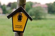 Schild Landschaftsschutzgebiet an der Elbe, Pillnitz, Dresden, Sachsen, Deutschland.|.sign nature reserve on river Elbe, Pillinitz, Dresden, Germany