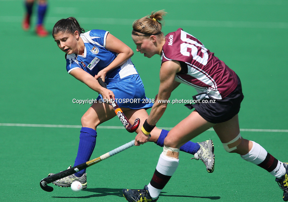 Auckland's Johanna Bilkey passes the ball through the defences of North Harbour's Anne-Sophie Van Regemortal. Hockey, National Hockey League Women's Final, Auckland v North Harbour. Lloyd Elsmore Park, Auckland, New Zealand, Sunday 28 September.