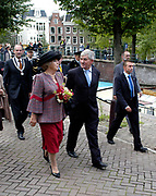 Hare Majesteit de Koningin Beatrix heeft op  woensdagmiddag 30 augustus in kerkgebouw De Duif te Amsterdam de viering bij van 50 jaar Stadsherstel Amsterdam. <br />
