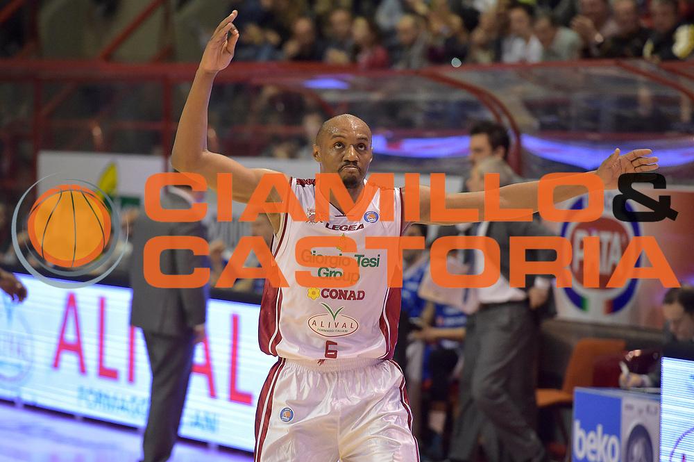 DESCRIZIONE : Campionato 2014/15 Giorgio Tesi Group Pistoia - Acqua Vitasnella Cant&ugrave;<br /> GIOCATORE : C.J. Williams<br /> CATEGORIA : esultanza<br /> SQUADRA : Giorgio Tesi Group Pistoia<br /> EVENTO : LegaBasket Serie A Beko 2014/2015<br /> GARA : Giorgio Tesi Group Pistoia - Acqua Vitasnella Cant&ugrave;<br /> DATA : 30/03/2015<br /> SPORT : Pallacanestro <br /> AUTORE : Agenzia Ciamillo-Castoria/GiulioCiamillo<br /> Galleria : LegaBasket Serie A Beko 2014/2015<br /> Fotonotizia : Campionato 2014/15 Giorgio Tesi Group Pistoia - Acqua Vitasnella Cant&ugrave;<br /> Predefinita :