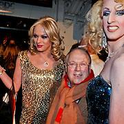 NLD/Amsterdam/20110203 - Talkies Night 2011, Joop Braakhekke en 2 travestiieten