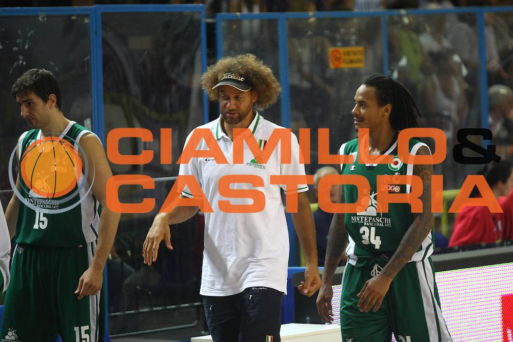 DESCRIZIONE : Cremona Lega A 2011-2012 Vanoli Braga Cremona Montepaschi Siena Precampionato<br />GIOCATORE : Shaun Stonerook David Moss<br />SQUADRA : Montepaschi Siena<br />EVENTO : Campionato Lega A 2011-2012<br />GARA : Vanoli Braga Cremona Montepaschi Siena<br />DATA : 11/09/2011<br />CATEGORIA : Ritratto<br />SPORT : Pallacanestro<br />AUTORE : Agenzia Ciamillo-Castoria/F.Zovadelli<br />GALLERIA : Lega Basket A 2011-2012<br />FOTONOTIZIA : Cremona Campionato Italiano Lega A 2011-12 Vanoli Braga Cremona Montepaschi Siena<br />PREDEFINITA :